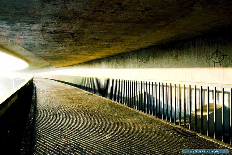 photo bruecke schatten serien